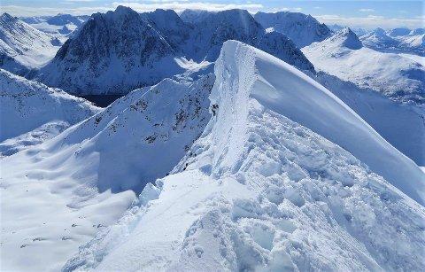BRUDD: Bruddkanten på skavlen anslås å være tre meter. Eivind Smeland omkom da han falt ned fjellsiden i Lyngen tirsdag.