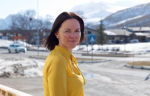 ALTERNATIV FEIRING: Ordfører Hilde Nyvoll forbereder seg på en annerledes 17. mai. Sammen med andre fra kommunen skal hun kjøre i kortesje rundt til alle bygdene i kommunen. Ferden streames direkte via Facebook.