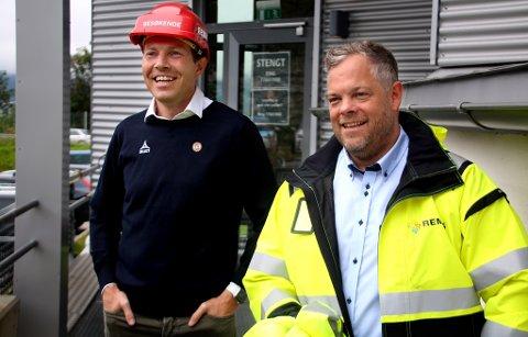 GODT HUMØR: Inntil i år erkjenner Øyvind Alapnes (t.v.) i TIL at klubben ikke har vært god nok på kildesortering og klimatiltak. Nå har de inngått et nytt samarbeid med Remiks og daglig leder Chris Hudson.