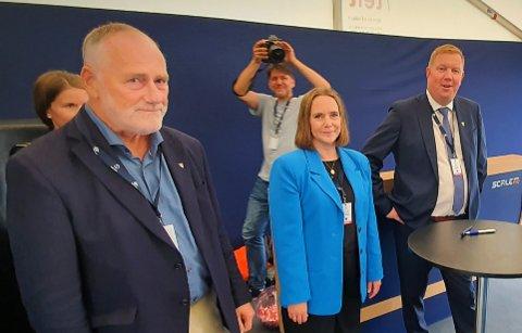 Ole Haugen (Ap, Hitra), Kristin Furunes Strømskag (H, Frøya) og Amund Hellesø er til stede når havbruksnæringa samles i Trondheim denne uka. I løpet av besøket fikk de blant annet tid til å diskutere regjeringens forslag til oppdretts-vekst.