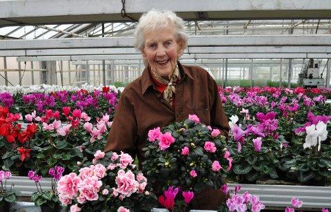 INGEN PLANER OM Å GI SEG: - Jeg vil drive på så lenge kreftene holder, sier Bergljot Syljulien, yrkesaktiv 92-åring i Kolbu.