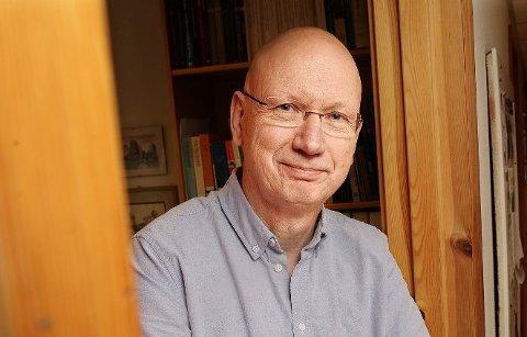 AVIDEOLOGISERING: Jon Helge Lesjø mener partiene legger fra seg noe av den overordnede ideologien når det forhandles om maktposisjoner i lokalpolitikken.