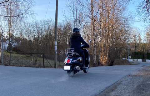 KAN GJENOPPTAS: Kjøreskolene har nå mulighet til å gjenoppta en-til-en-undervisning med MC-, moped, og snøscooter-elever.