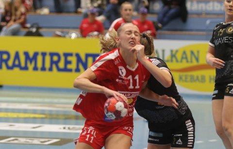 Juling - Martine Kårigstad Andersen var av de beste på Follo HK Damer mot Aker, men også hun måtte tåle litt juling