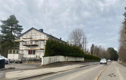 STØYISOLERES: Åtte boligeiere dra nytte av at Skiveien får ny gang- og sykkelvei.