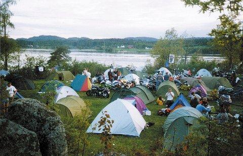 MC-KLUBBER: Larviks MCs årlige treff på Roppestad ved Farris samler hundrevis av deltakere fra hele landet.