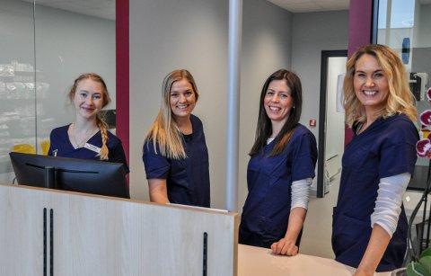 DYREKLINIKK: Camilla Hasselgård (f.v), Malin Baumann, Silje Bergsvand og Jeanette Brekke Hansen utgjør teamet som nå har startet EMPET Larvik.