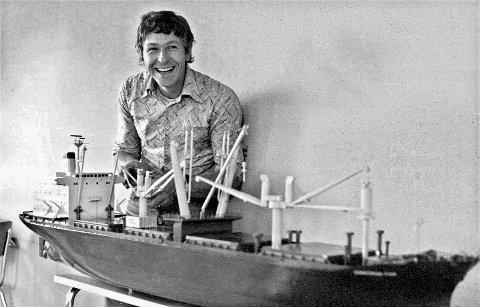 Bygde modell: Frits Maslø Hansen bygde denne modellen av Kaldnes-skipet Concordia Star på     fritiden. – Den endte opp på rederikontoret til Chr. Haaland i New York, forteller han. Foto: Privat