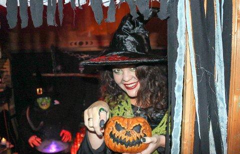 GØY: Over 800 møtte fram til Halloween-feiring.