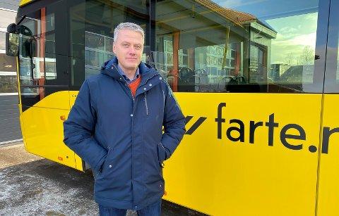 TRIST: Områdesjef i Vy Grenland og Vestmar, Geir Aasoldsen, syns det er trist at så mange gjør seg til kjeltringer og sniker på bussen. – Det er veldig trist, for det handler om fellesskapets penger, sier han.