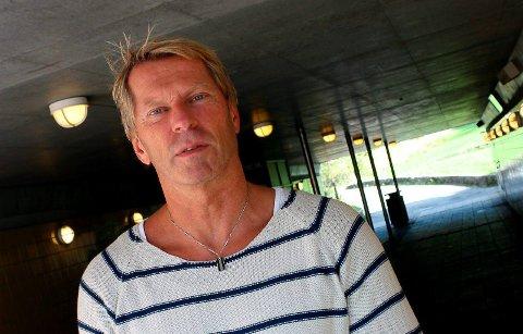 RYDDER MUNNBIND: Keops-leder Morten Kjørholt Pettersen, forteller at siden det ble påbudt med munnbind ser de at flere legger dem fra seg.