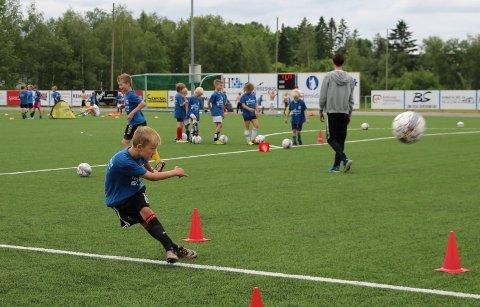 TAR GREP: Fotballgruppa besluttet torsdag å stanse all aktivitet.