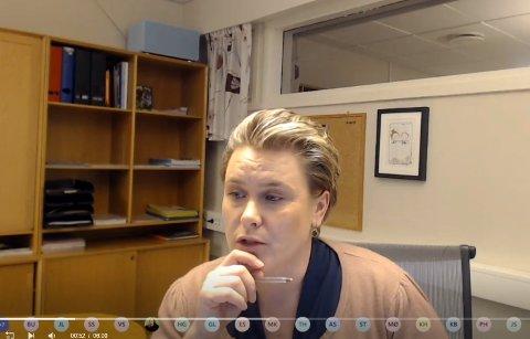 KOMMUNESTYRET: Ordfører Karoline Fjeldstad ledet de folkevalgte gjennom det direktesendte kommunestyremøtet torsdag kveld. Møtet ble gjennomført på Teams.