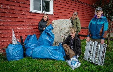 Frikult har ryddet søppel langs E12. F.v. Annika Markussen, Martin Jøsevoll, Isak Perjord og Kjersti Bustnesli.