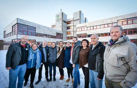 En for alle og alle for sykehuset: - Tida til å markere støtte til sykehuset er nå, sier politikerne i Rana. F.v. ordfører Geir Waage (Ap), Elin Dahlseng Eide (Ap), Olav Nyjordet (Miljøpartiet), Mats Hansen (V), Line Ellingsen (Rødt), Hilde Rønningsen (SV),  Jarl Stian Johansson (H), varaordfører Anita Sollie (H), Allan Johansen (Frp) og Johan Petter Røssvoll (Sp).