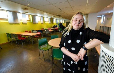 Elever og ansatte ved Rana ungdomsskole er uten nett, eller plages med dårlig nettkapasitet. Problemet er av gammel dato, sier rektor Kari Edvardsen.