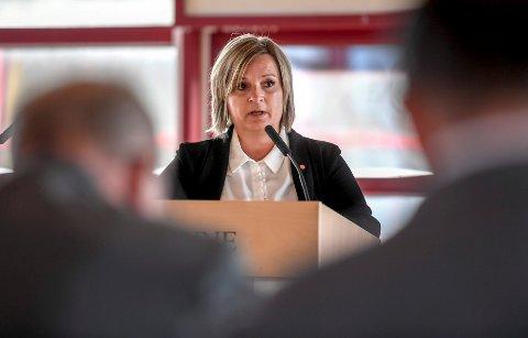 HÅPER PÅ ENSTEMMIG VEDTAK: – Det er en enstemmig innstilling til å forby konverteringsterapi, herunder fra partiene Arbeiderpartiet, SP, SV og KrF på Fylkestinget, sier representant for Arbeiderpartiet på fylkestinget i Nordland, Linda Veronika Eide.