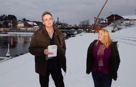 Knut Arild Melbøe og Hilde Marie Steinhovden i Miljøpartiet De Grønne (MDG) foreslår byferge i Hønefoss, men får ikke støtte fra fungerende ordfører Dag E. Henaug (H).