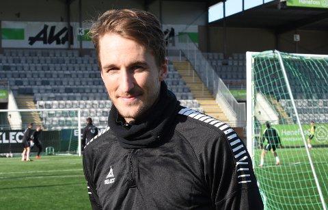 FORBANNET: HBK-kaptein Tor Øyvind Hovda gir kampens dommer strykkarakter, etter 0-2 borte mot Harstad.
