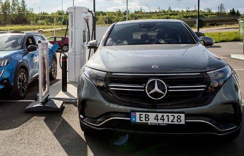 DYRERE: Mercedes EQC er en av elbilene som kan få en betydelig prisøkning når de nye momsreglene kommer.