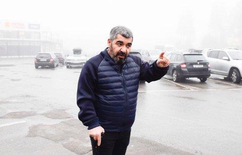 OPPSIGELSE: Hadi Al-lami var med og bygde opp drosjeeierens firma. Takken var oppsigelse.