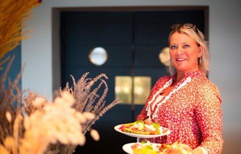 SJEF PÅ KJØKKENET: Anja Kløvstad fra Sande ble hentet til ny jobb ved Fjordhotellet.