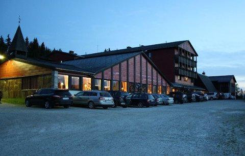 Rondane Høyfjellshotell får mange gratisgjester fram mot sommeren.