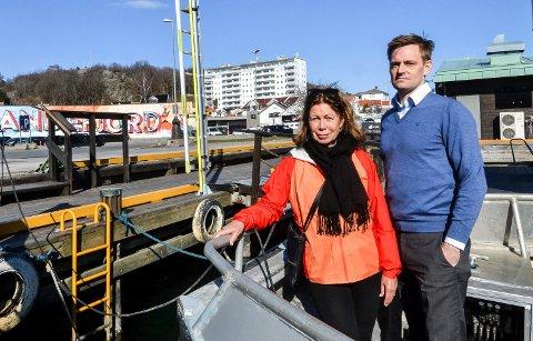 CARLSENKVARTALET: Området i bakgrunnen skal bygges ut. Karin Virik og Nils Økstad Fischer, begge fra partiet Venstre, gikk nylig ut mot planene og ber om at det først må lages en helhetlig plan for hele sjøfronten.