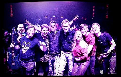 NOMINERT: Både bandet Mirror Image og vokalist Zeljko Korovic er nominert til rock-pris. Medlemmene er fra venstre: Terje Pedersen (bass), Kjetil Berg (gitar), Linett Solberg (kor), Zeljko Korovic (vokal), Geir Øverland (keybord), Nancy G. Ore Olsen (kor), Jon Kristian Røsok (trommer) og Harald DeGraaf (gitar).