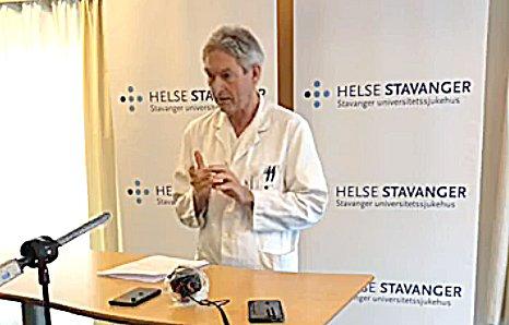 INFORMERTE: Smittevernoverlege Jon Sundal ved Stavanger universitetssjukehus informerte om situasjonen fredag formiddag. Foto: Skjermdump
