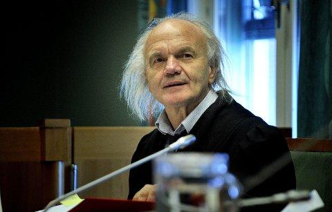 ANKER: Advokat Harald Otterstad anker fengslingskjennelsen av hans drapsdømte klient til Høyesterett, etter at en av de tre lagdommerne går inn for å løslate 81-åringen.