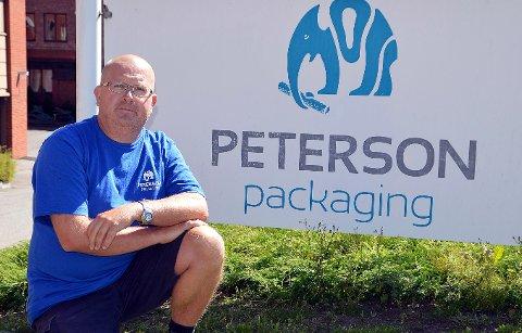 POSITIVT: Tor-Erik Nilsen, hovedtillitsvalgt ved Peterson Packaging, mener det er bra at dennyefabrikkebn bygges i Halden når det ikke fantes tomtemuligheter i Sarpsborg. Her er han fotografert under litt varmere værforhold enn hva som er tilfelle nå.