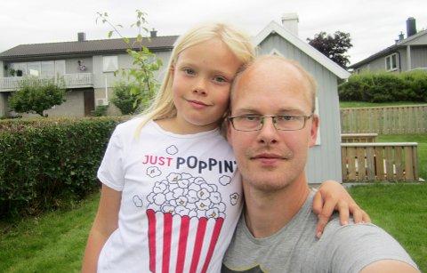 Andreas Midtsem synes det er trist at det skal være vanskelig å få tilbake pengene sine etter at et arrangement er avlyst. Her sammen med datteren Thea (7).