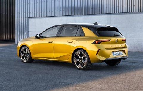 OPEL-EGENART: Selv om mye av innmaten i nye Astra er kjent fra blant annet Peugeot, har den et helt eget utseende. Foto: OPEL