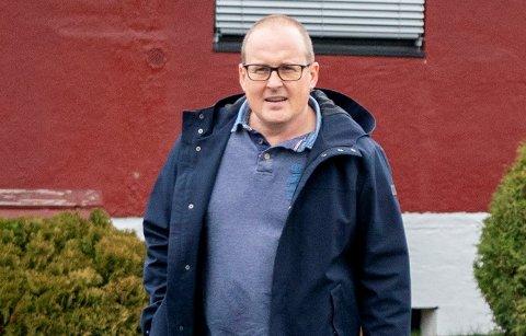 Kommunelege Carl Magnus Jensen testet positivt etter at han deltok på et kulturarrangement fredag. Her fra et besøk på Villa Skaar Valstad sykehjem i Eidsvoll, som hadde et alvorlig smitteutbrudd i november i fjor.