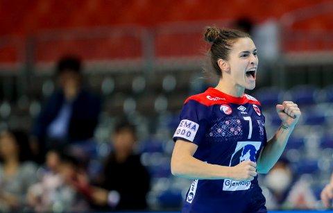 Stine Ruscetta Skogrand jubler under VM-kampen mellom Norge og Serbia. Foto: Vidar Ruud / NTB scanpix