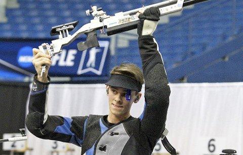 KAN JUBLE: Henrik Larsen klarte femteplasser i finalene på både helmatch og 10 meter luftrifle i verdenscupstevnene i amerikanske Fort Benning. ARKIVFOTO