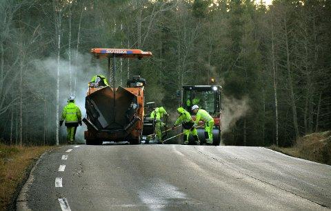 BEDRE VEIER Det blir ny asfalt på flere fylkesveier i år.