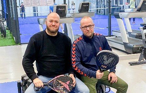 PÅ LUFTA: Thomas Grønlund (t.v.) og Mads Martinsen-Rådalen er ute med en podkast om racketsporten padel.