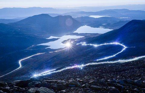 5000: NRK meldte at 5000 deltok på lysvandingen i 2016.
