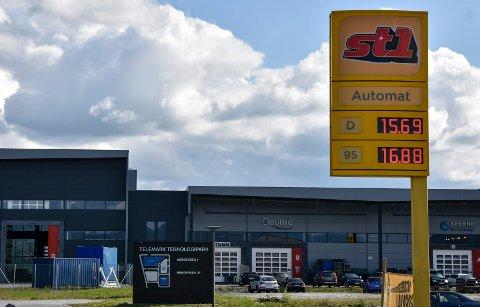 OVER 20 KRONER: Nå er Notodden et sted hvor det ofte er rabatterte bensinpriser, men det kan gå raskt mot 20-tallet. (Illustrasjonsfoto fra september 2018)