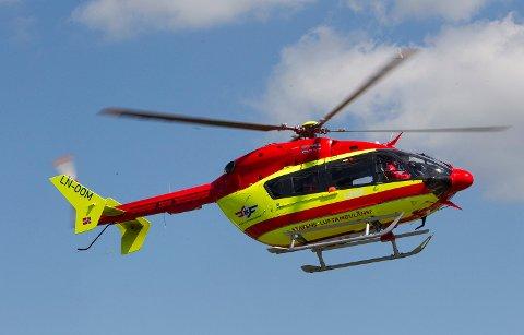 En motorsykkelfører ble sendt med luftambulanse til Ullevål sykehus.