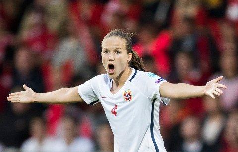 - Jeg føler Guro Reiten (bildet) kunne vært den spilleren Norge savnet litt, mener Hege Riise.
