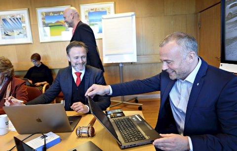 Rådmann Arne Ingebrigtsen (til venstre) og ordfører Kjell Neergaard.
