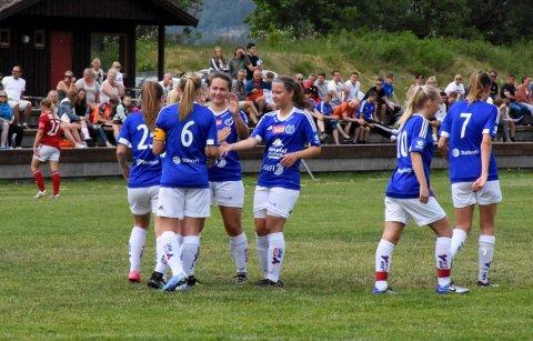 SEIER: Endelig kunne Surnadal/Søya/Todalen slippe jubelen løs etter den første tre-poengeren i kvinnenes 2. divisjonsfotball.