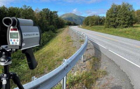 UP 414 (sammen med én fra UP-patruljen i Molde) stilte seg opp i 80-sonen på E39 på Bergsøya tirsdag. I løpet av drøyt fire timer fra klokka 09.20 ble 24 bilførere stoppet.