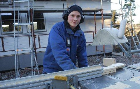 Tømrerlærling: Eirik Berger har aldri vært i tvil om hva han ville bli. Foto: Emira Holmøy