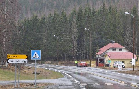 Det er mulig å kjøre til drapsstedet via Begnadalen, og politiet ønsker tips om noen har sett trafikk til eller fra området.
