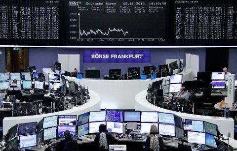 RØDT: Kort tid etter at aksjemarkedene åpnet, hadde DAX 30-indeksen i Frankfurt sunket 2,9 prosent.