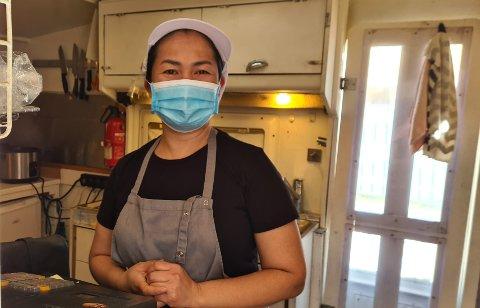 Wiyanda Halvorsen på Flaskebekk lager all mat fra bunnen og er glad for at hun har trofaste kunder.